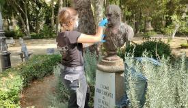 El Ayuntamiento de Algeciras limpia el busto del General Castaños