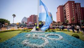 La Línea, hoy durante la izada de su bandera en la Glorieta de Carlos III. Foto: Sergio Rodríguez