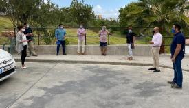 Un momento de la reunión entre concejales y vecinos de Las Colinas