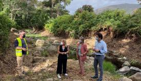 La Junta lleva a cabo labores de limpieza en el Río de la Miel