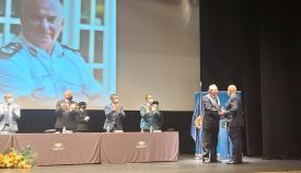 Reconocimiento de la Policía Nacional a Ian McGrail. Foto NG