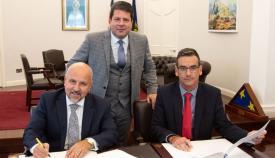Picardo en la firma del acuerdo con TNG Global. Foto NG