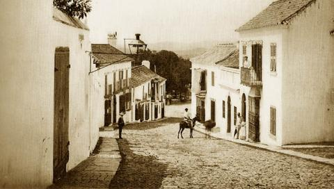 Calle San Felipe, San Roque. G. W. Wilson. Hacia 1868