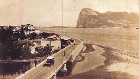 Puente entre Campamento y La Línea. Año 1916 (Archivo Municipal de San Roque)