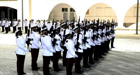 Sección de infantería de marina rindiendo honores. Foto ARMADA