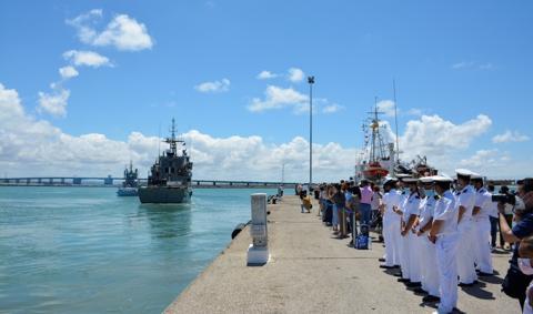 El 'Vigía' se aleja de su puerto base en dirección al golfo de Guinea y costa africana occidental. Foto ARMADA/Oscar Quiñones