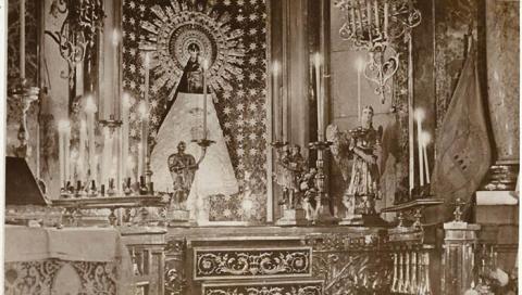 Una imagen inédita de Pendón de Gibraltar en el altar zaragozano, a la derecha de la Virgen del Pilar (Archivo Municipal de San Roque)
