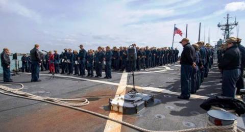 Un momento del acto de entrega de recompensas a bordo del 'USS Laboon', amarrado en Rota. Foto US Navy