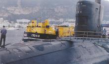 """El """"Tireless"""" durante las reparaciones en Gibraltar en 2001"""