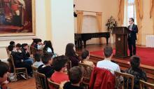 García y los escolares españoles. Foto InfoGibraltar