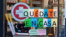 Mensaje Quedate en Casa en una farmacia, Foto Sergio Rodríguez