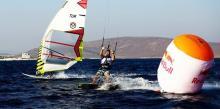 El viento decidirá el rumbo de la batalla entre windsurfers y kiters en el 'Red Bull Tarifa2'
