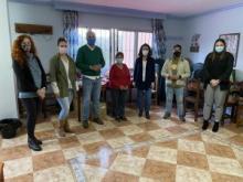 Continúan las visitas a las asociaciones de vecinos que participan en la recogida de alimentos para Cáritas