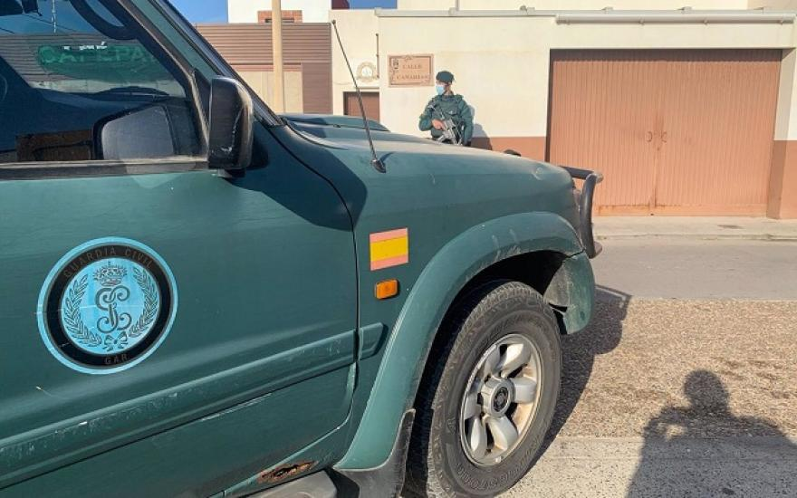 Un vehículo de la Guardia Civil, esta mañana en La Línea. Foto: NG