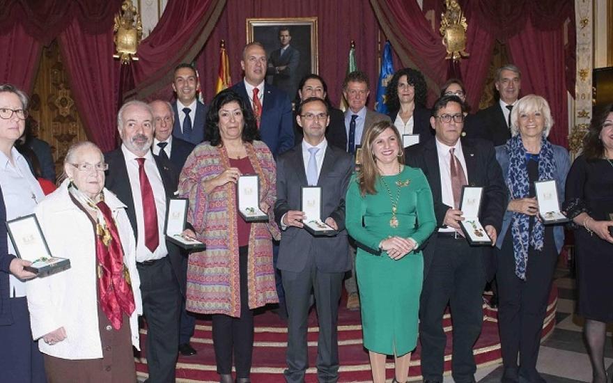 La presidenta provincial, Irene García, y todos los premiados