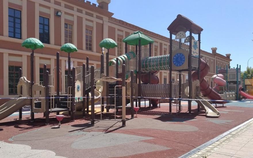 La Línea mantendrá cerrados los parques infantiles
