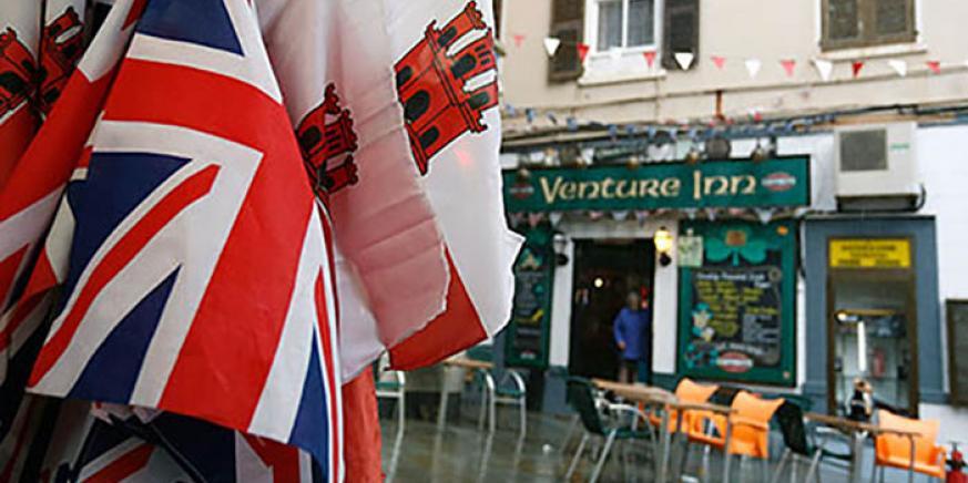 Banderas británica y gibraltareña