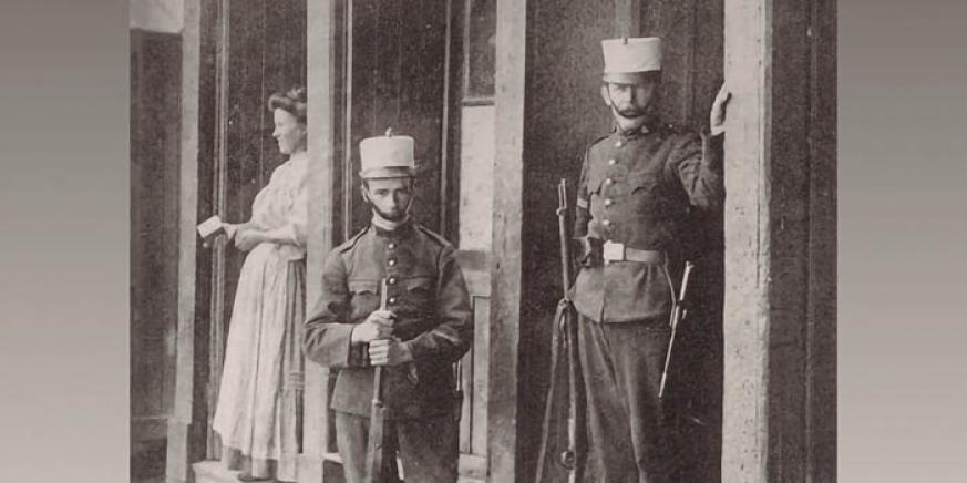 Carabineros en la garita, imagen de la exposición de la Guardia Civil clausurada ayer en Algeciras