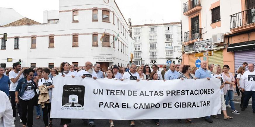 La manifestación por el tren reúne a unas 1.500 personas en Algeciras