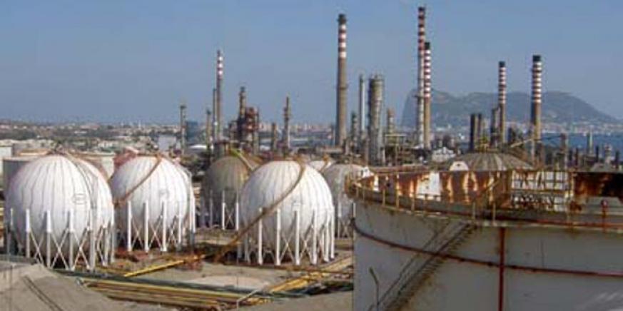 Imagen de la refinería de Cepsa en San Roque