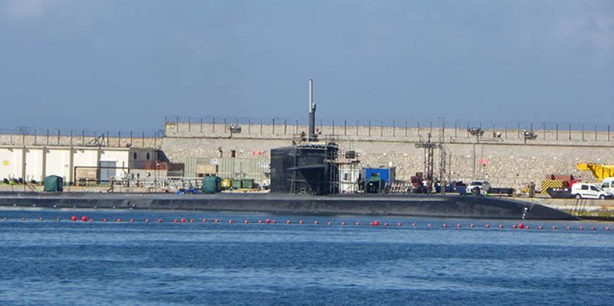 El submarino nuclear USS Olympia, hoy con los andamios en el puerto de Gibraltar. Foto Noticias Gibraltar