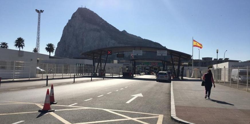 Una imagen de la zona de controles que separa a La Línea de Gibraltar. Foto: NG
